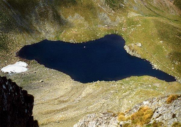 Prim plan cu lacul Avrig