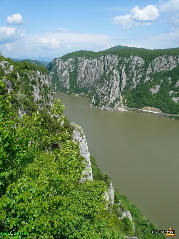 Cazanele Mari ale Dunarii vazute de pe Ciucaru Mare