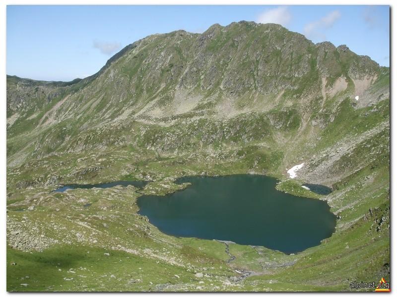 Lacul Podragu şi muchia Tărîţa