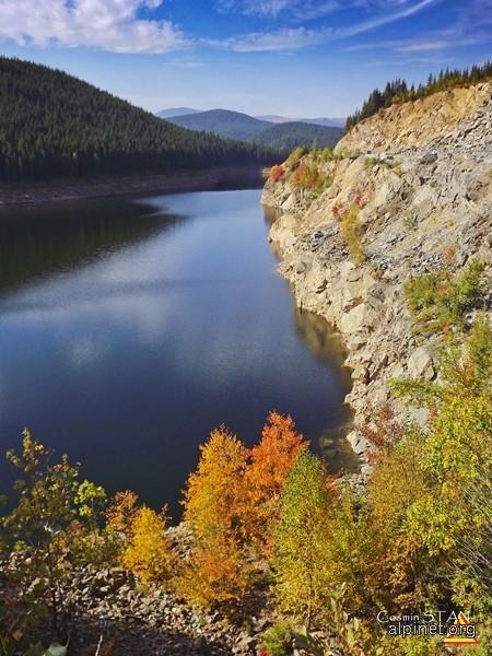 Lacul Oaşa in culorile toamnei
