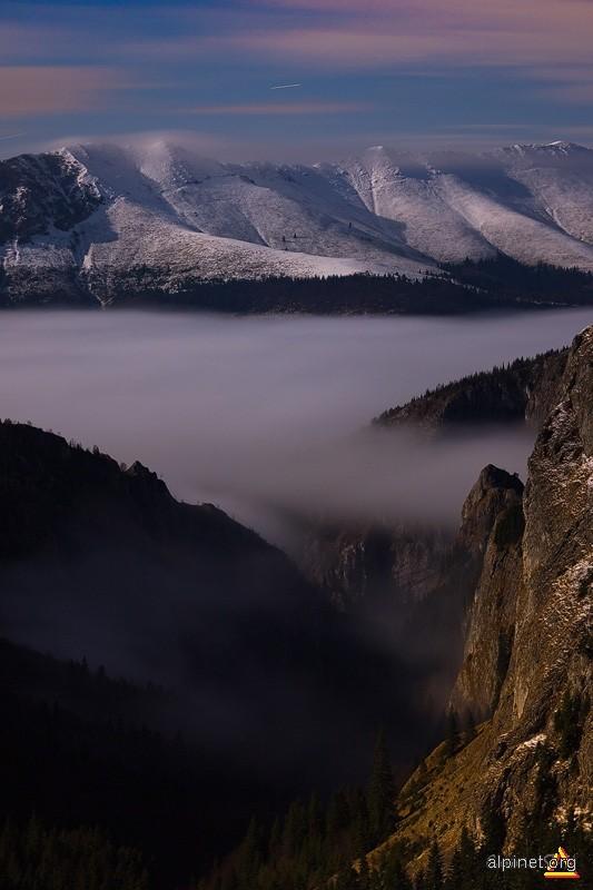 Valea Scorota şi o parte din Creasta Oslea