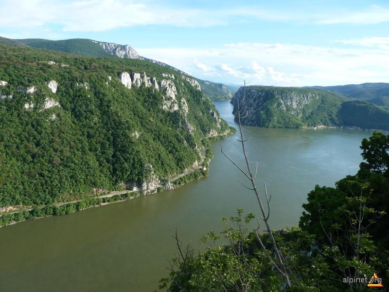 Golful Dubova, Cazanele Mari si Ciucaru Mare vazute de pe Ciucaru Mic