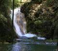 Cascada ascunsa, e jos in canion doar cu cizme se poate ajunge mergand pe firul apei Vicinic, Ilidia.