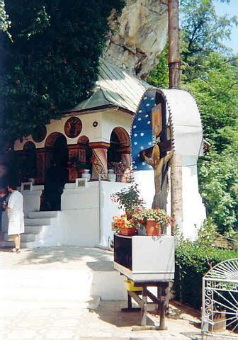 biserica de sub munte