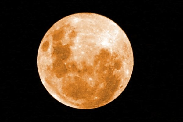 The moon is bright, the moon is orange