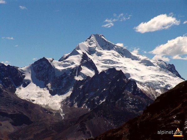 Huayna Potosi  vazut de pe Vf. Chacaltaya (5500m)