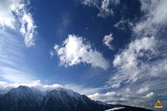 Intre cer si munti