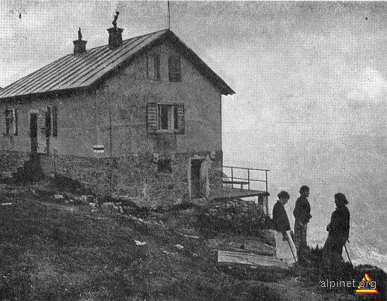 Pentru amatorii de arhivă: Cantonul Jepi, construit de Fabrica de hârtie, odată cu funicularul, ca adăpost pentru lucrători dar şi pentru turişti.