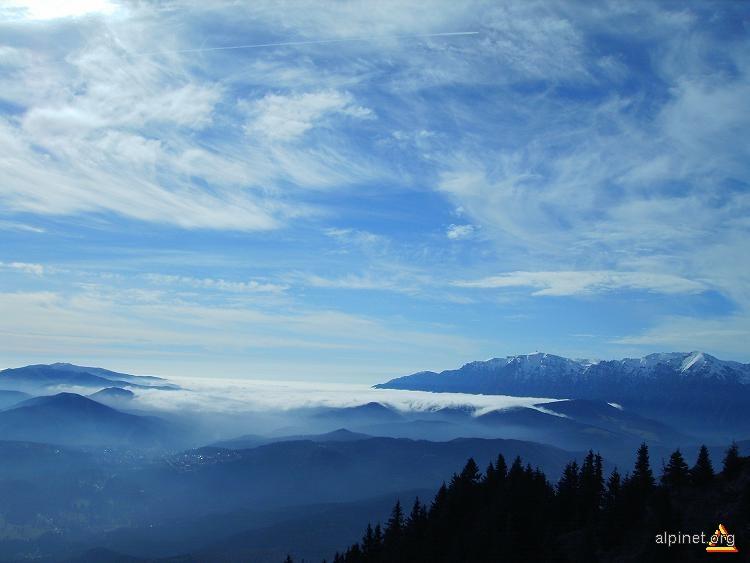 Peisaj din nori si ceata