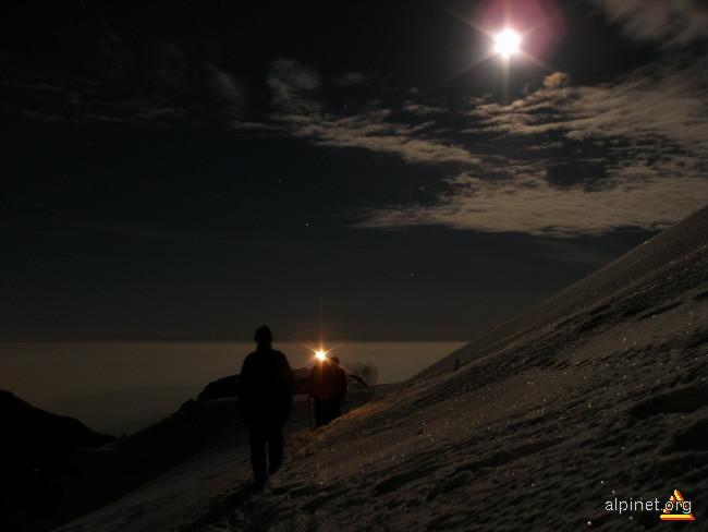 Pe sub luna...