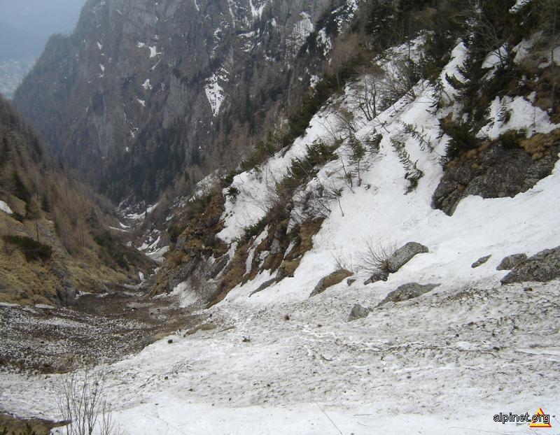 Valea Jepilor (mici), spre cabana Caraiman