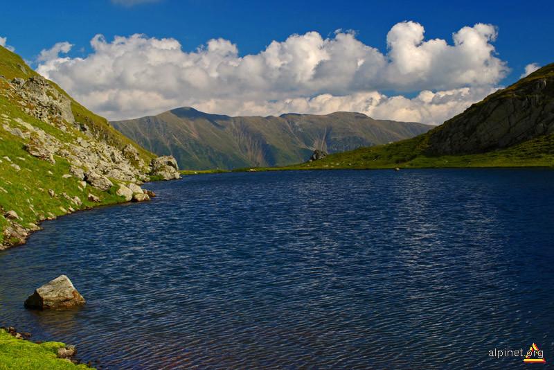 ... un lac... un varf