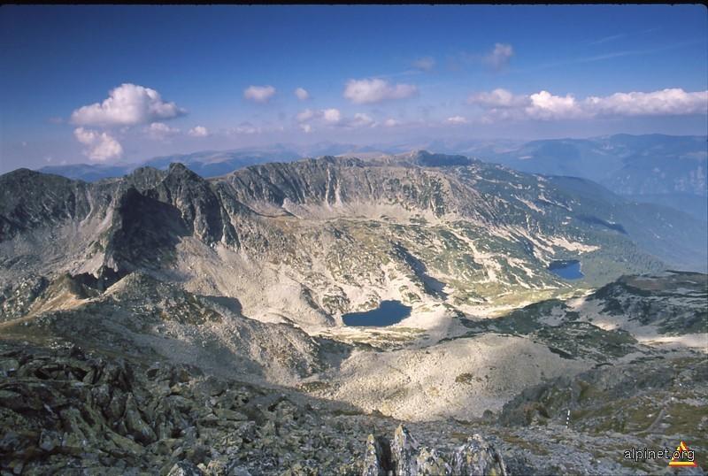 Vedere la partea centrala in Munţii Retezat din Vârfu Bucurăţ
