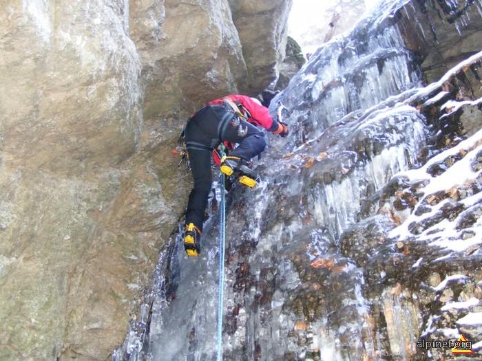Căţărare pe gheaţă