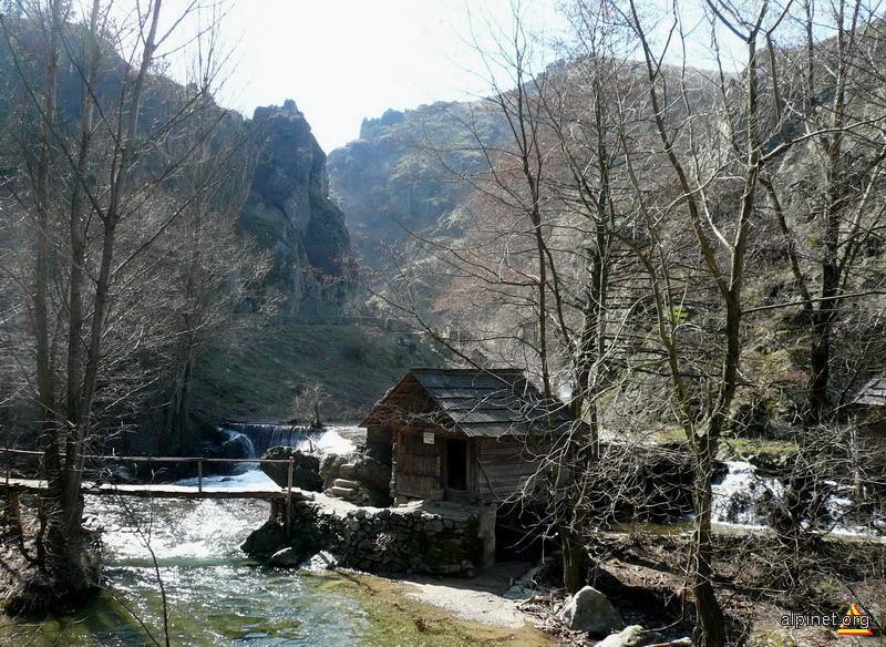 Valea Rudaria. Indaratnica dintre rauri