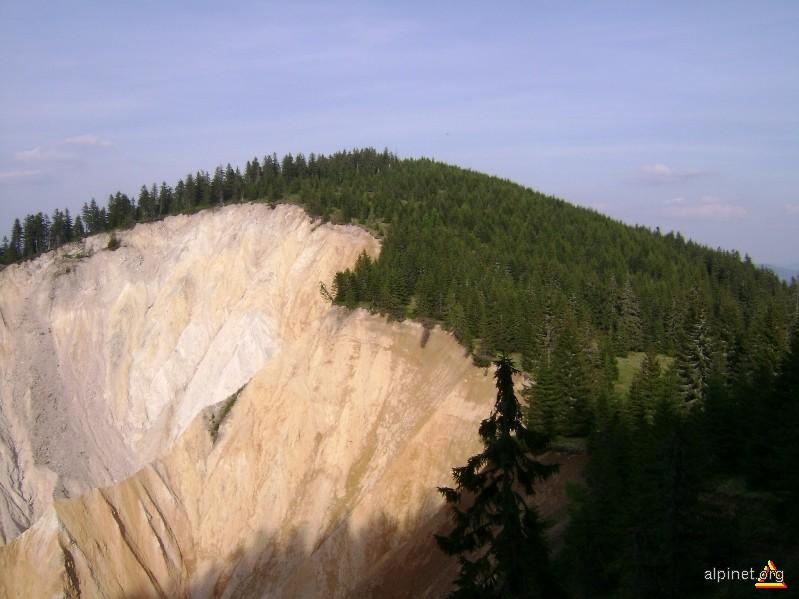 Vf. La Trei Mormânţi (1315 m)