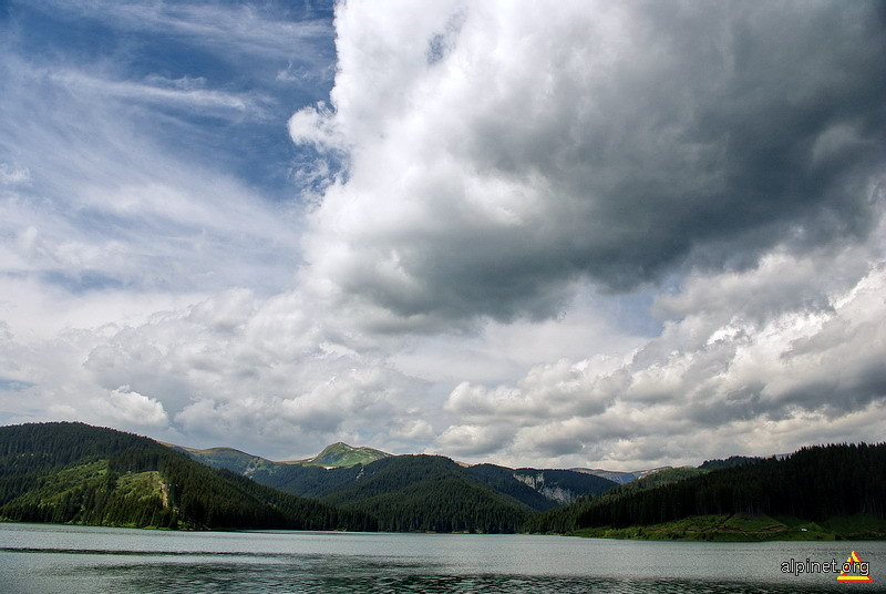 Lacustrul norilor