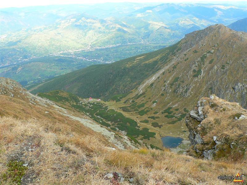 Lacul Iezerul şi VF. Piatra Alba(2061m)