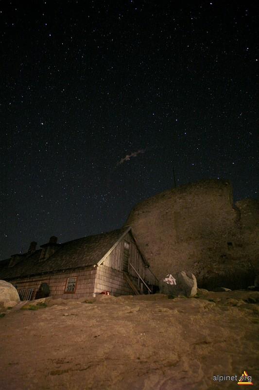Rest de meteor deasupra Omului