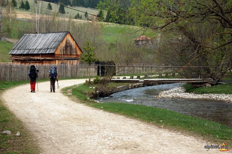 în satul Trei Fântâni (ii)