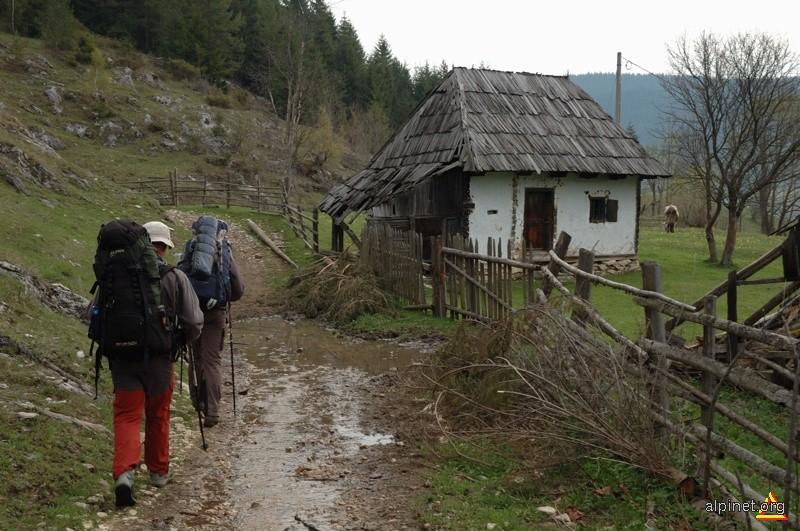 în satul Trei Fântâni
