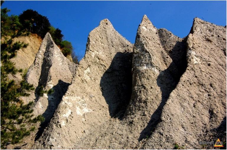 Piramide de pământ