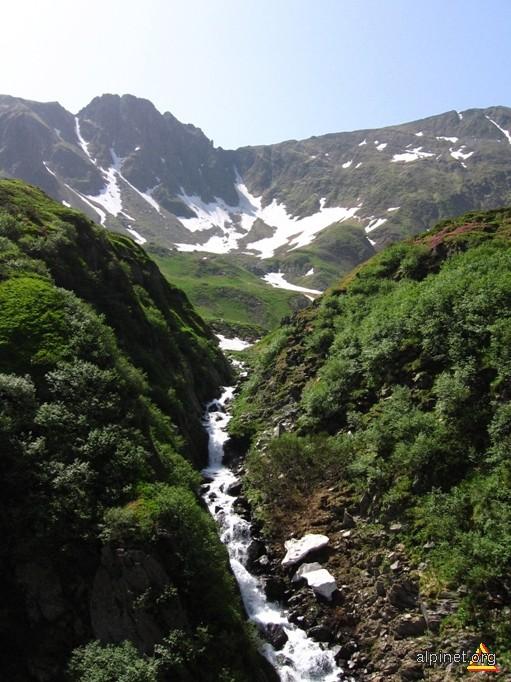 Cascadă pe Valea Avrigului.