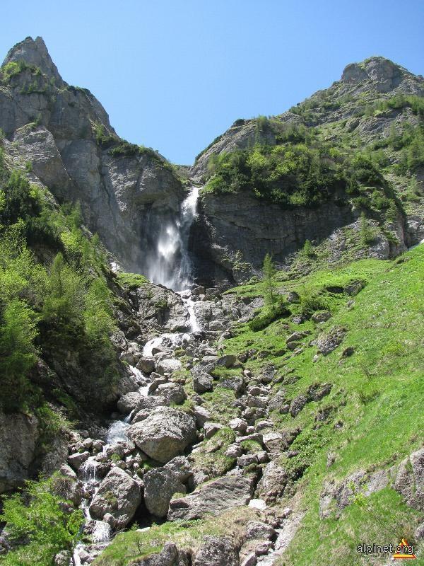 Cascada pe Valea Jepilor