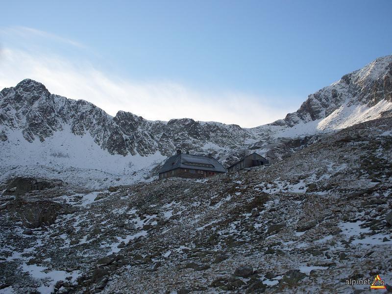 Vârful Tărâţa si cabana Podragu