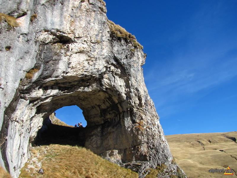 Cavernă