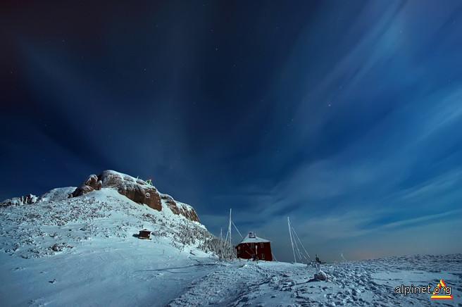 peisaj de noapte la lumina lunii