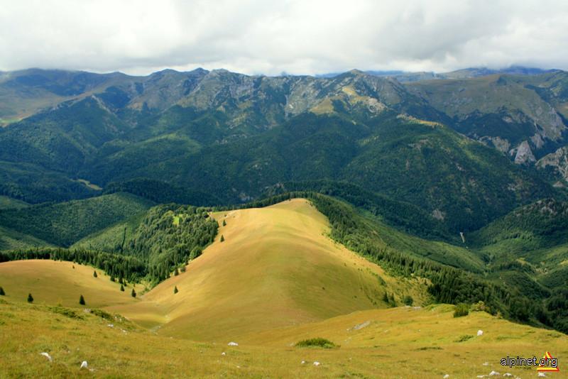 Muntele Ursu (Oslea) si Iorgovanu-Albele (Retezatul Mic)