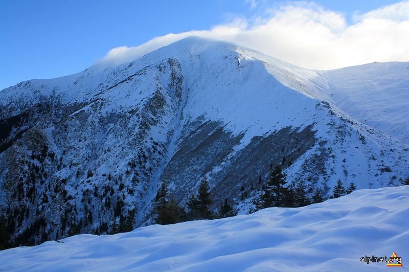 Vârful Suru (2281 m)
