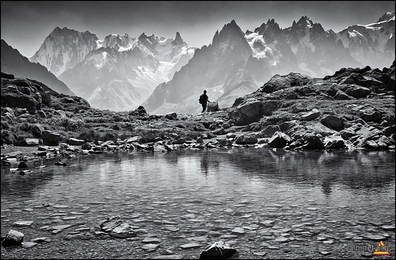 grand jorasses and aiguille des grand charmoz