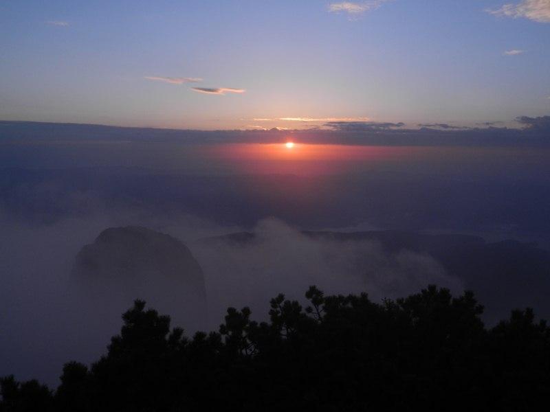 Răsărit de soare văzut de pe Vf. Toaca 1