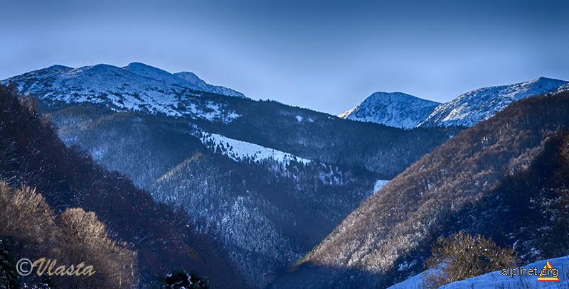 Zăpadă proaspătă în Retezat