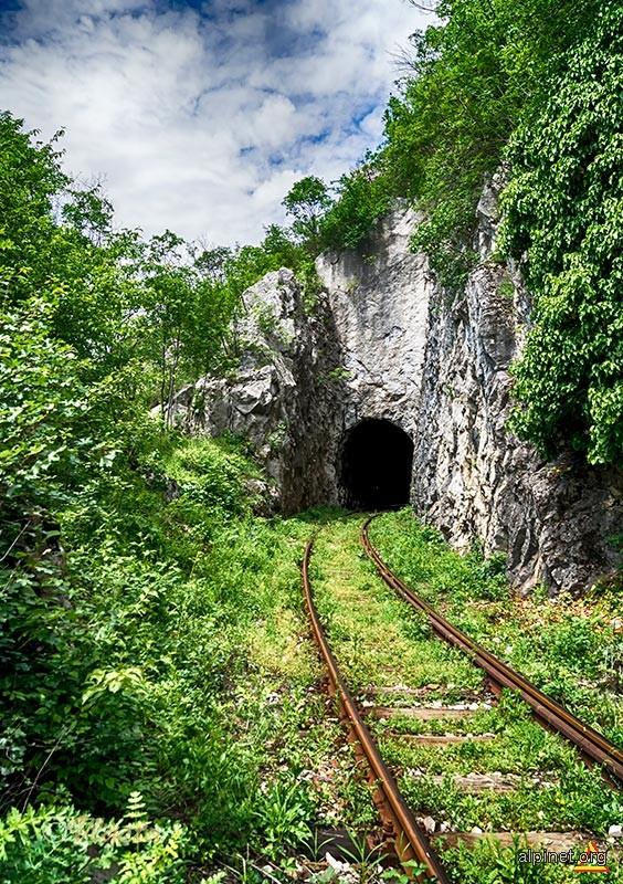Tunel pe traseul Semmering-ului bănățean